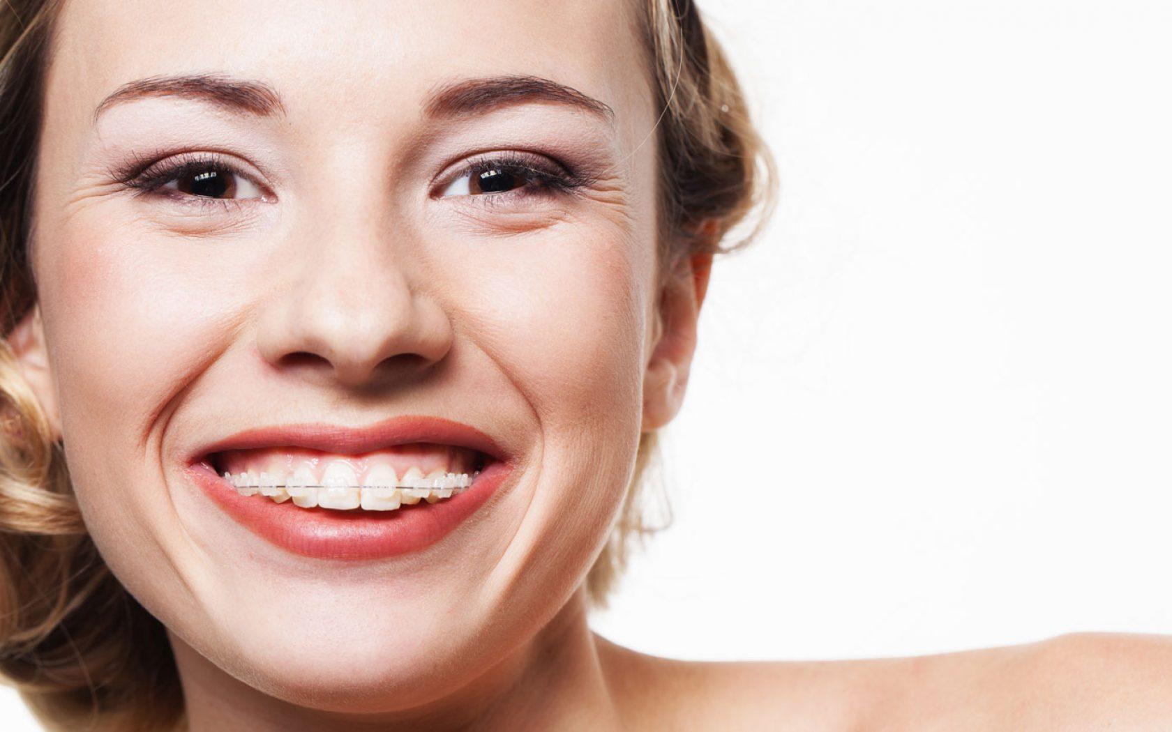 Όλες οι δυνατές εναλλακτικές για ένα λευκό, φυσικό χαμόγελο