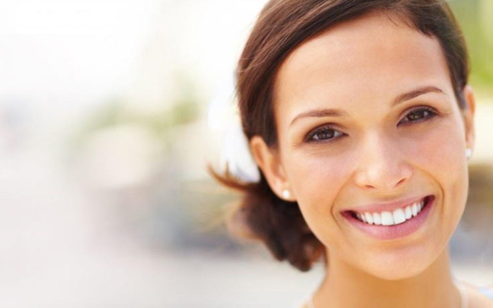 Διορθώστε την εμφάνιση των στραβών σας δοντιών χωρίς σιδεράκια σε 1 ραντεβού!