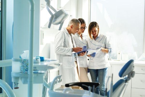 Οδοντιατρική ομάδα Εξειδικευμένων Οδοντιάτρων