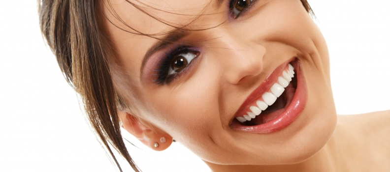 Perfect Smile! Όψεις πορσελάνης ή ρητίνης; Τι να επιλέξετε και γιατί;